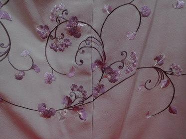 色無地を新たに直し、結婚式に栄える着物に。